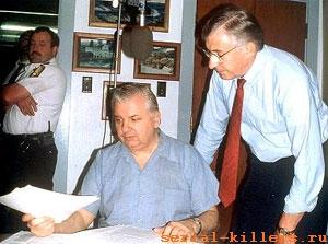 http://www.serial-killers.ru/foto/gacy/gacy_06.jpg